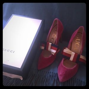 Fuschia pink velvet Gucci pumps